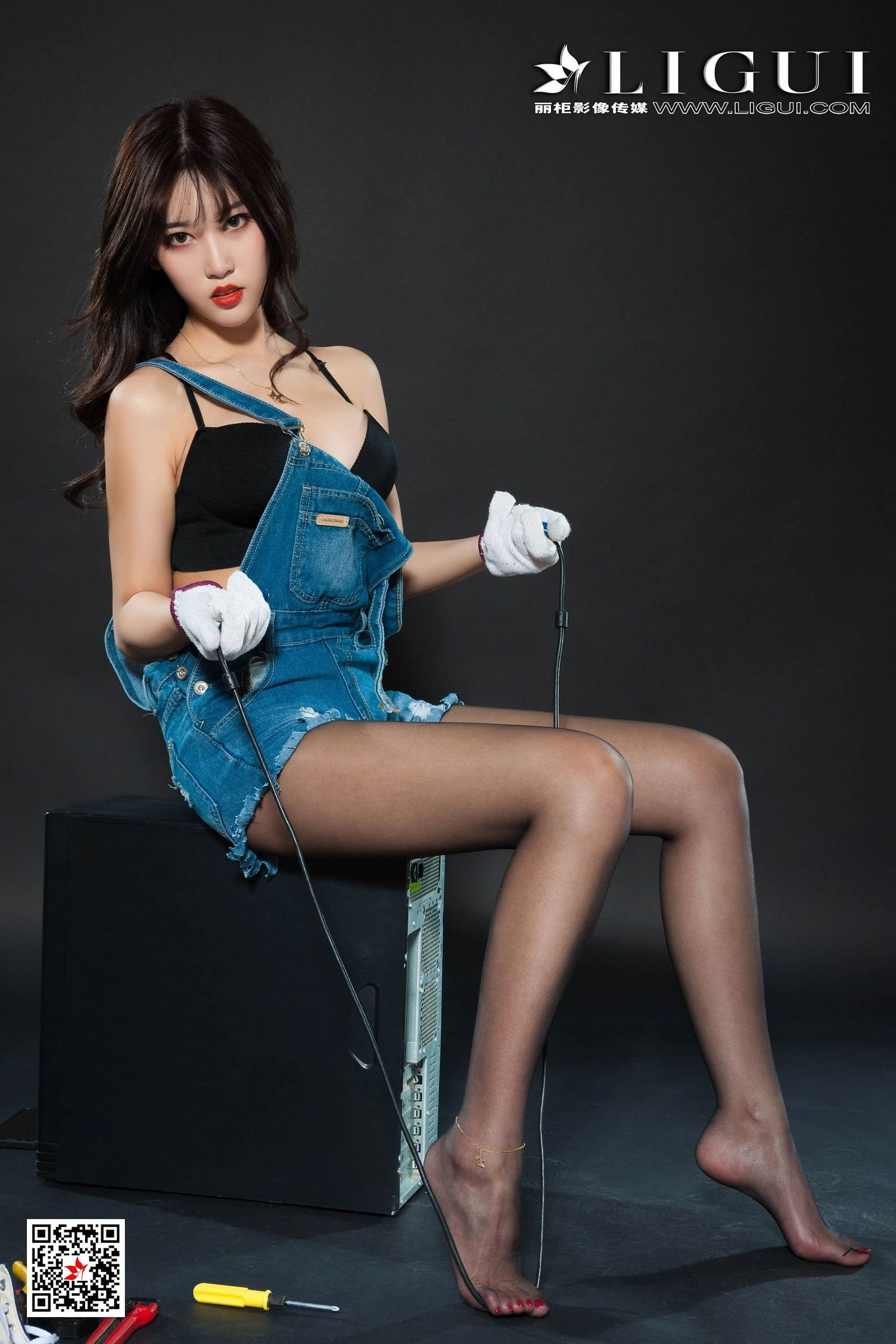 23ID-037韩国气质眼镜少妇超短诱惑