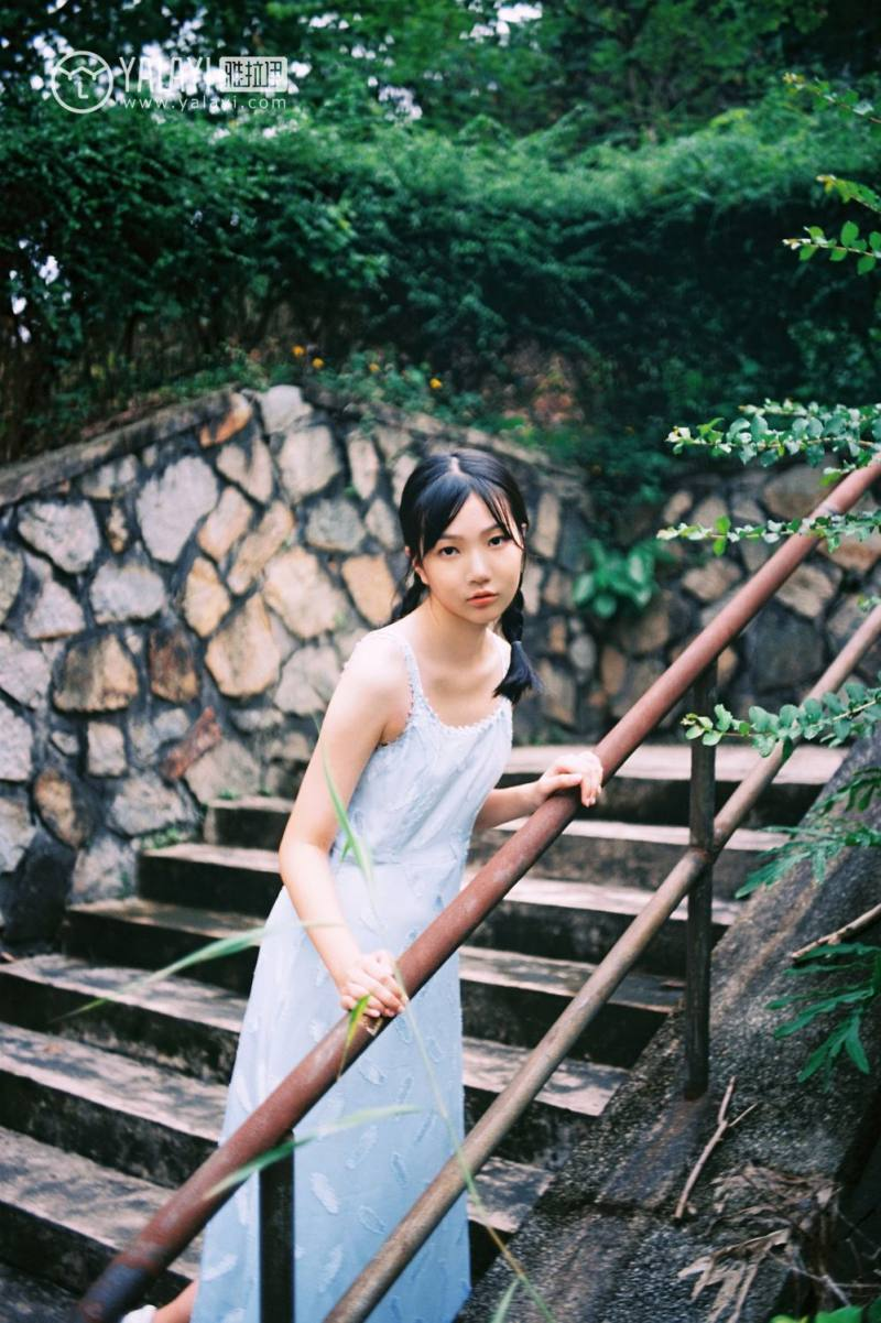 KAWD-946刘海卷发美女低胸睡衣美腿写真