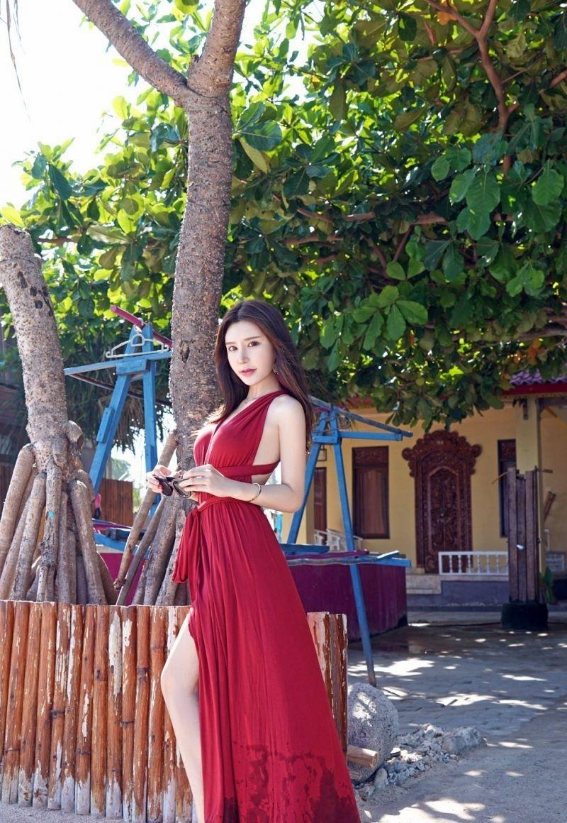 AQUA-003雪白肌肤性感美女抹胸露香肩秀长腿