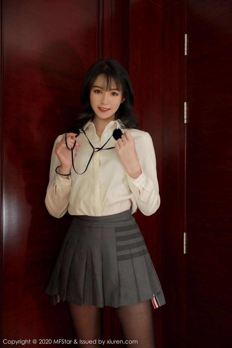 KONN-012短发低胸性感锁骨美女女仆装写真