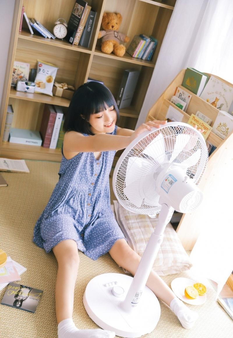 MIGD-533大胸美女迷你裙户外写真