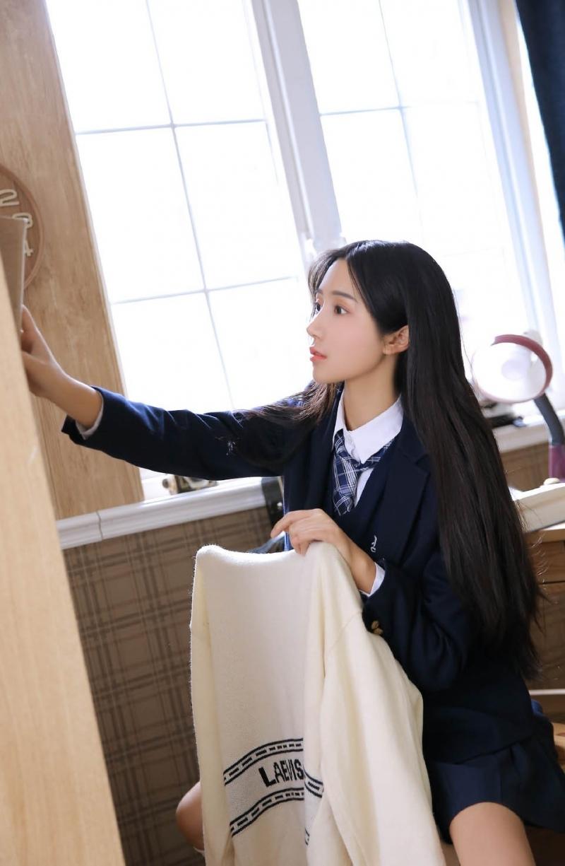 ARM-557刚睡醒的韩国美女吊带睡衣写真
