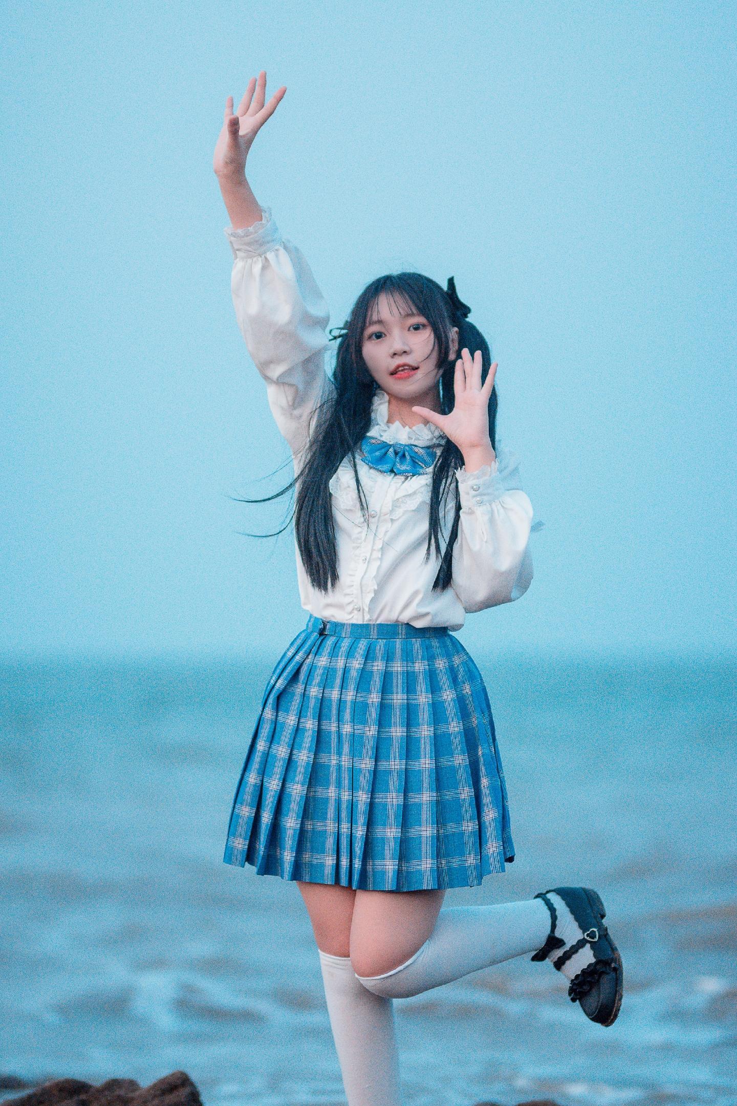 7PGD-713韩国气质美女修身长裙显曼妙身材