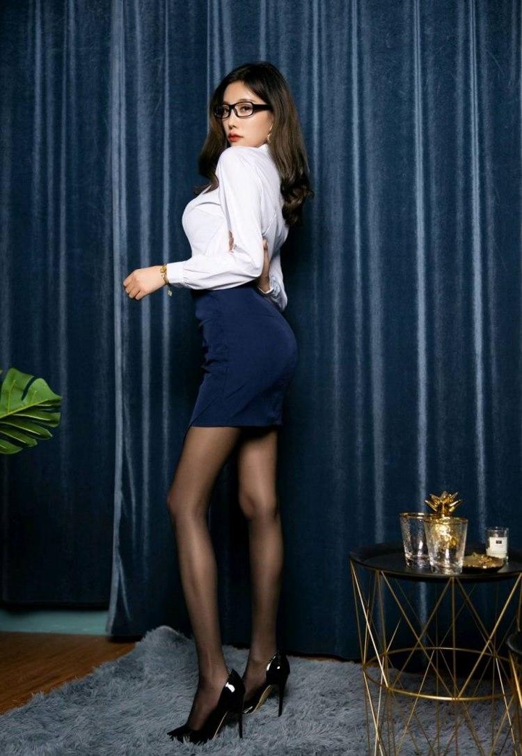 MIBD-766迷你短裙低胸美女少妇居家写真