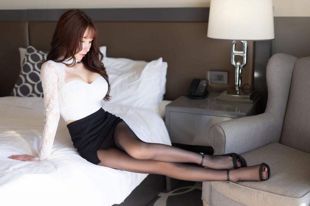 HND-274嫩白短发美女内衣写真黑丝网袜