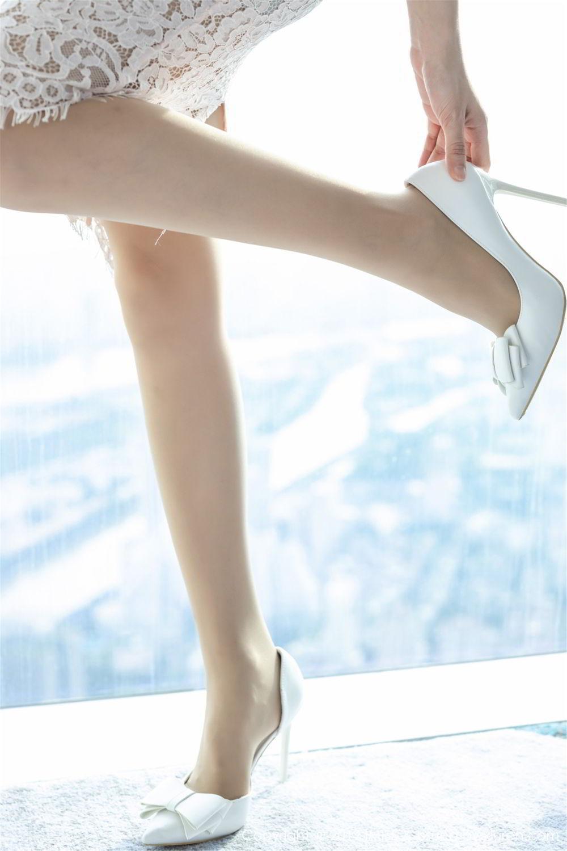 KAWD-884皮肤嫩白面容姣好美女少妇超短秀美腿