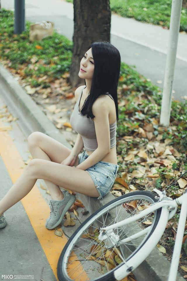 ABS-215韩国养眼美女模特李静妍