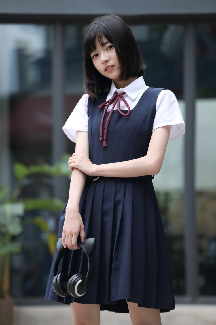 MDS-764刘海瓜子脸大胸美女公主造型露乳沟