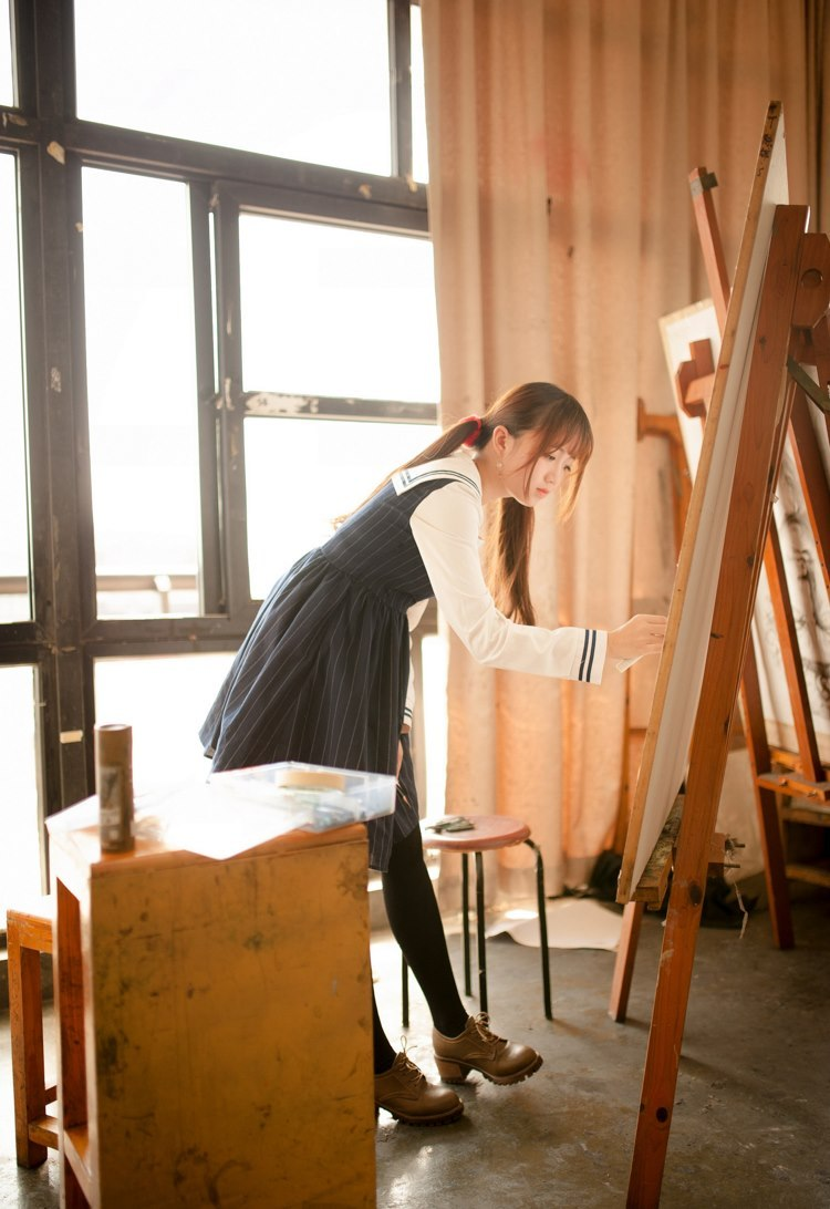 4BF-516牛仔裤美女一身休闲装显好身材