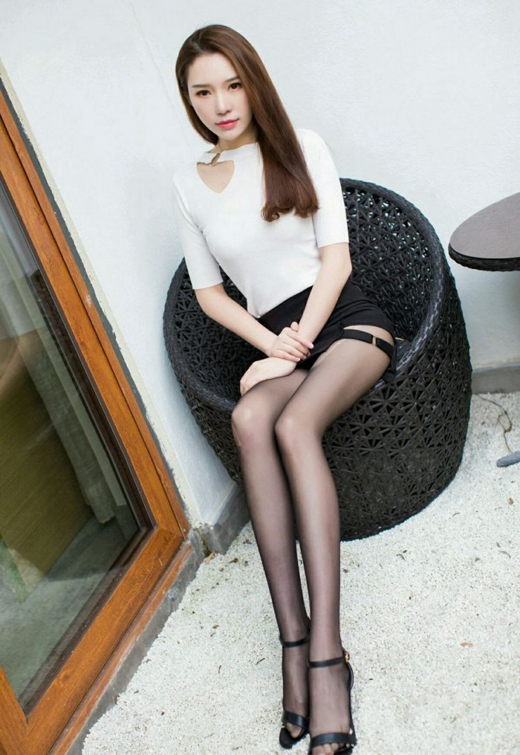 ABP-693白皙美女裸肩白长裙写真