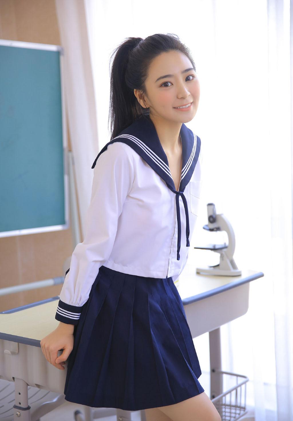 5CHU-019极品大奶白皙性感小腰美女低胸诱惑