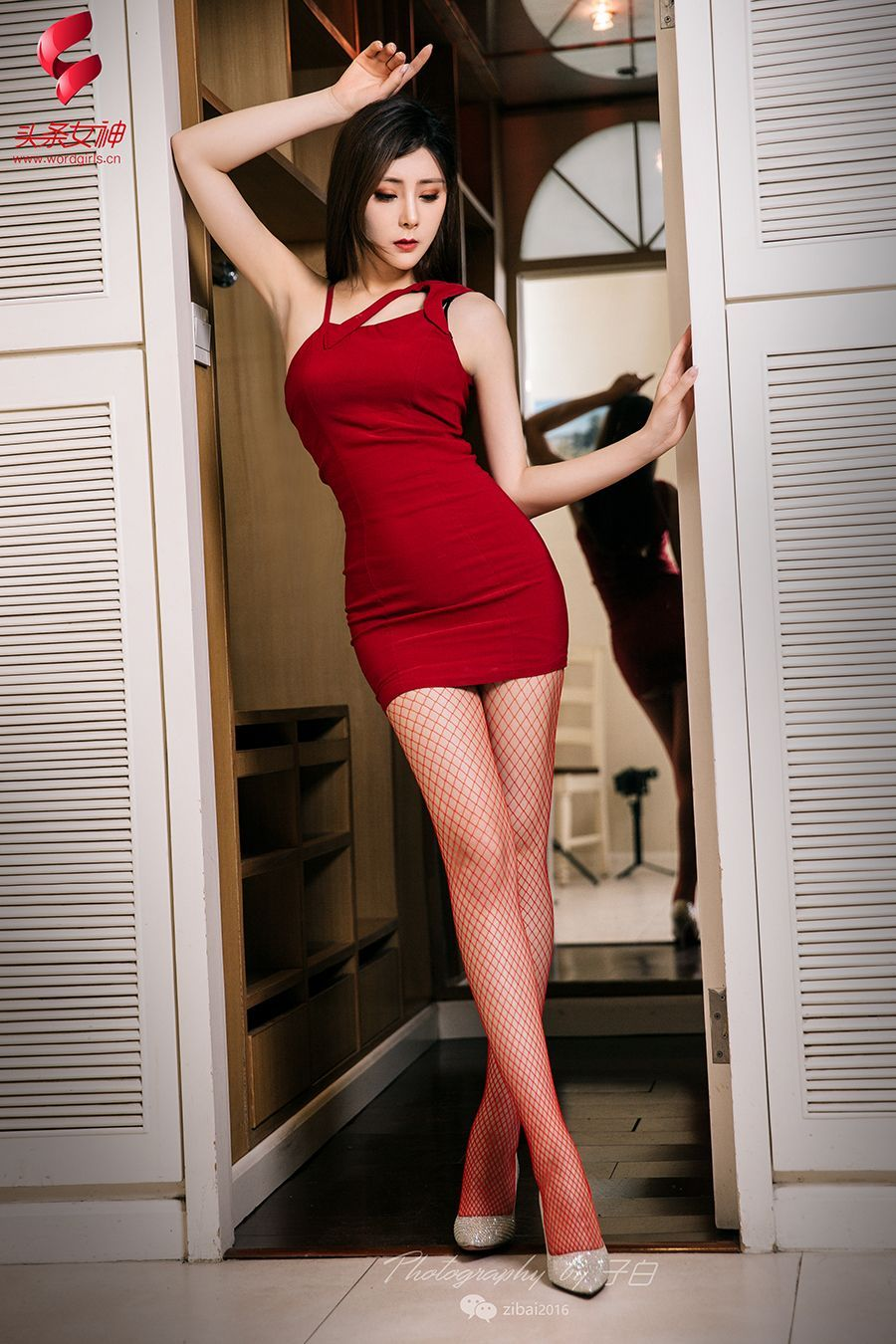 ADN-128性感小蛮腰身材美女内裤写真