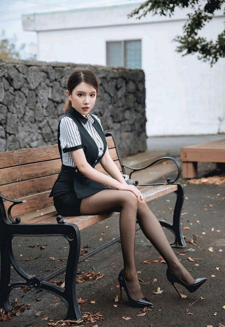 4SNIS-151居家美女着内裤低胸写真
