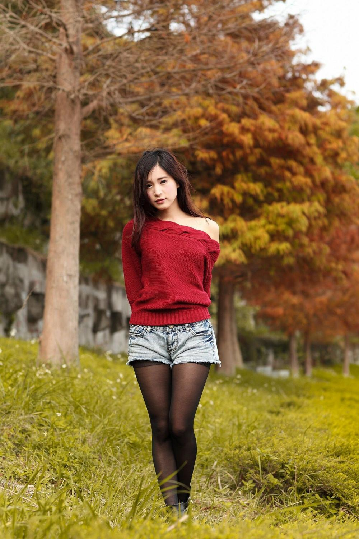IBW-263酒红色长发美女少妇皮裤超短黑丝秀