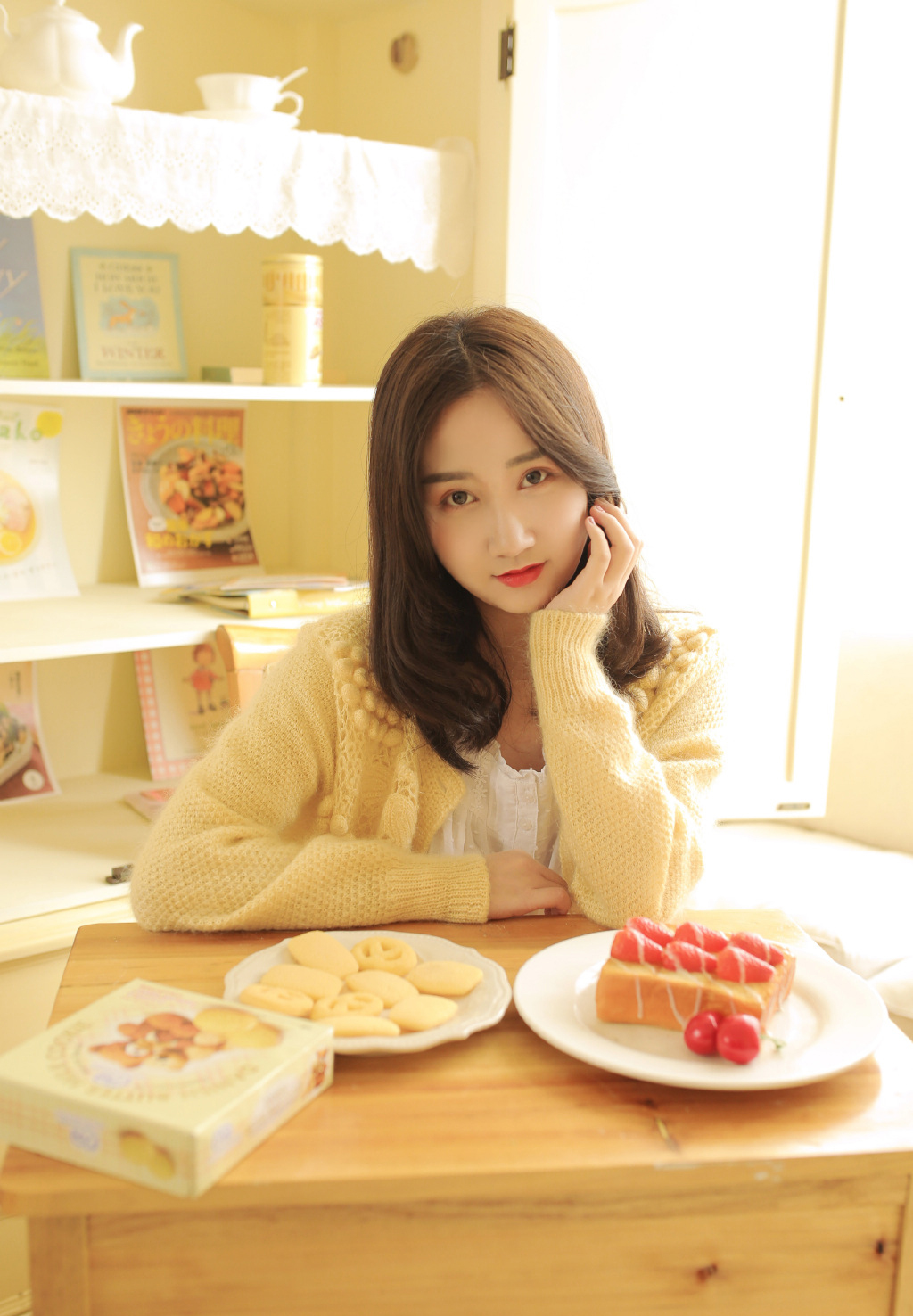 IPTD-886骨感大胸美女薄纱超短秀好身材