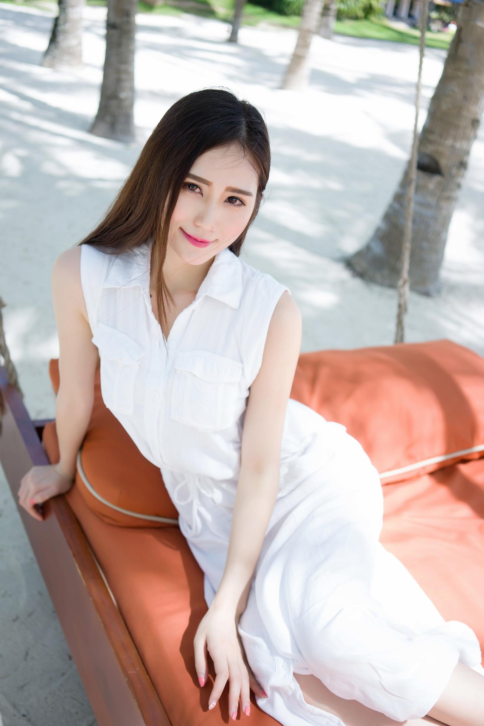 ADK-003白色系卷发长腿美女写真