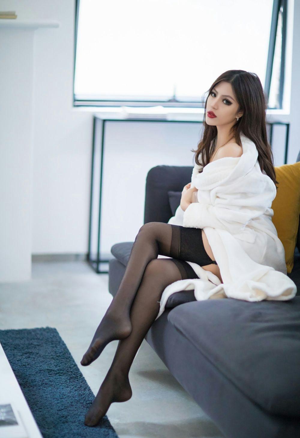 7SOE-346微博网红美女内衣秀