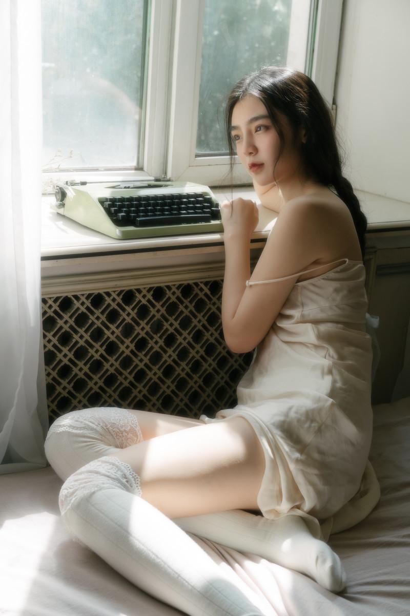 日系小尤物小蛮腰纤细白嫩慵懒妩媚人体艺术摄影