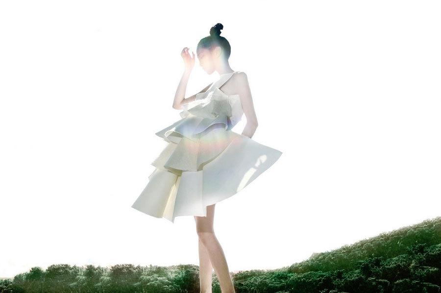 低胸包臀裙美女傲人事业线写真