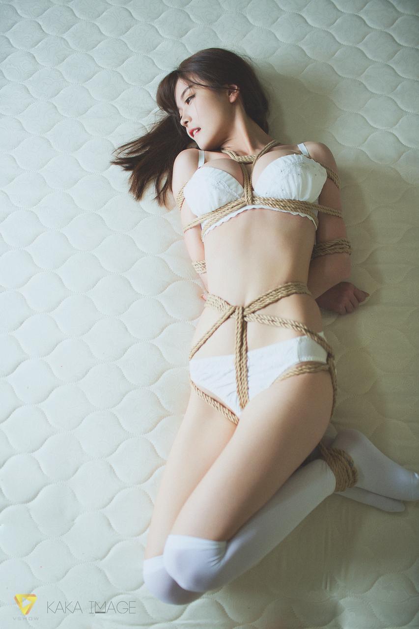 美女空姐黑丝制服高跟诱惑写真