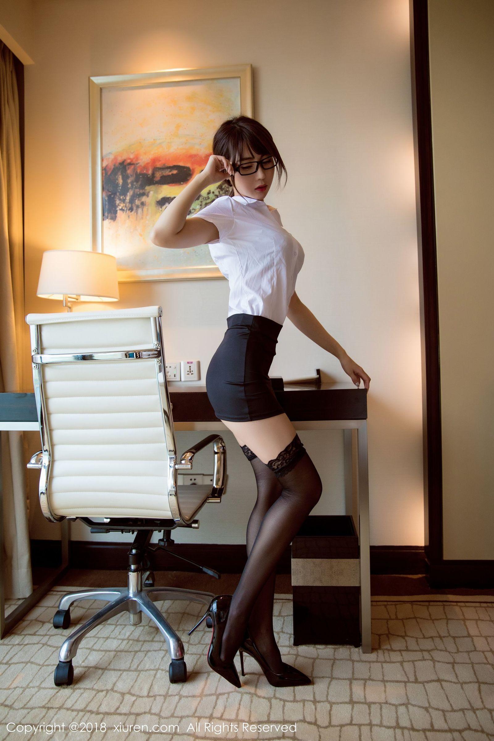 4MIDE-490眼镜美女模特白沫职场OL丝袜美腿诱惑图