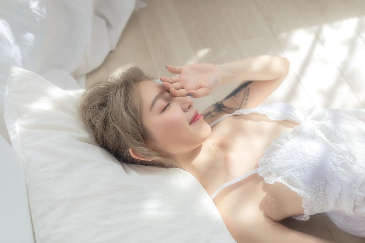 3VEC-269皮肤白皙性感美女比基尼露