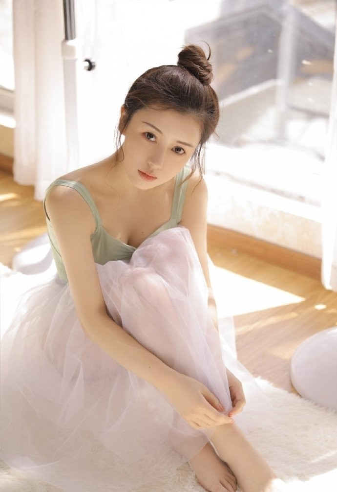 5RB-673情趣美女筱慧jk制服白丝诱惑翘臀后进动态图