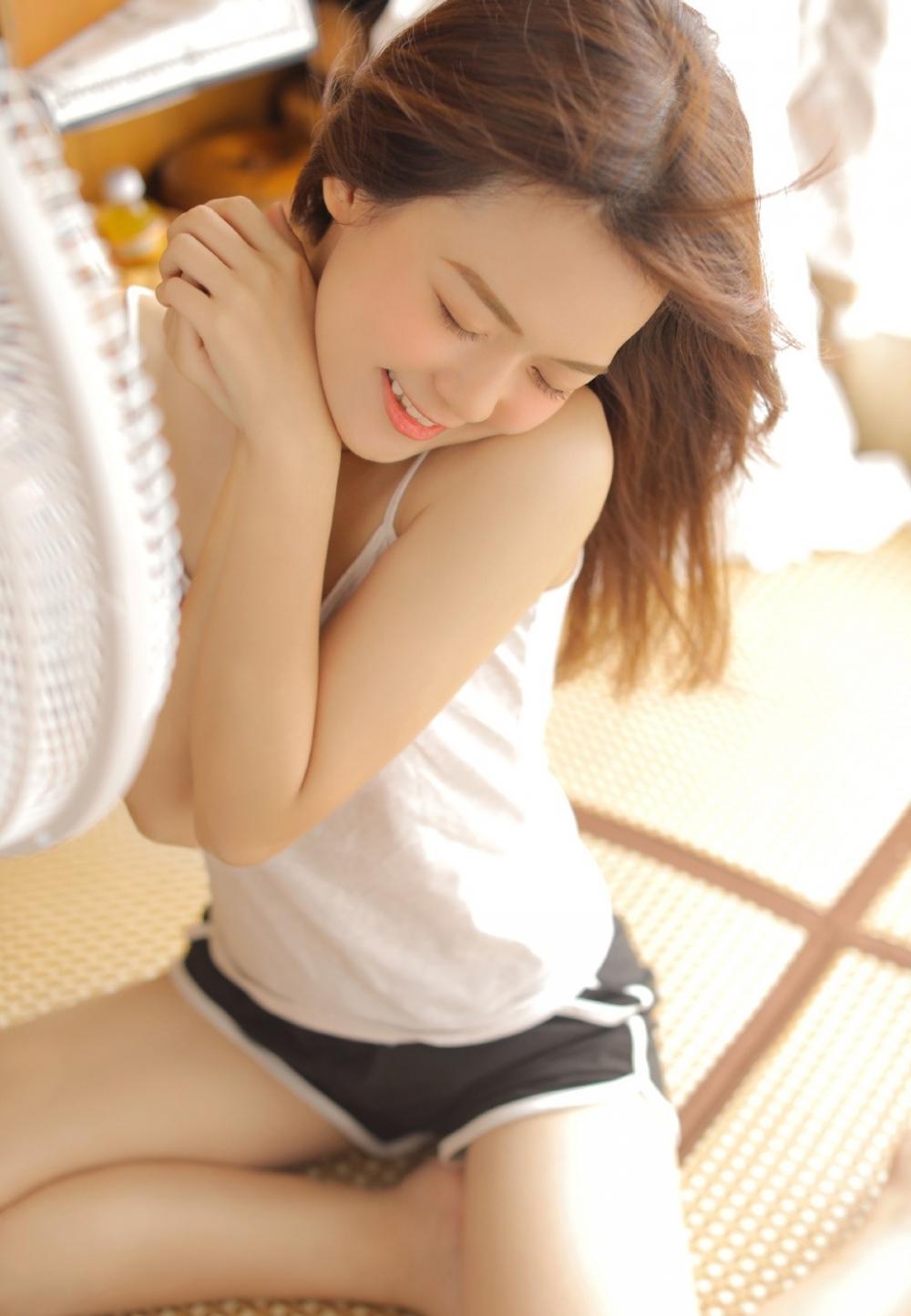 DV1-640银发校园美女清纯制服黑丝美腿绝对领域写真图片