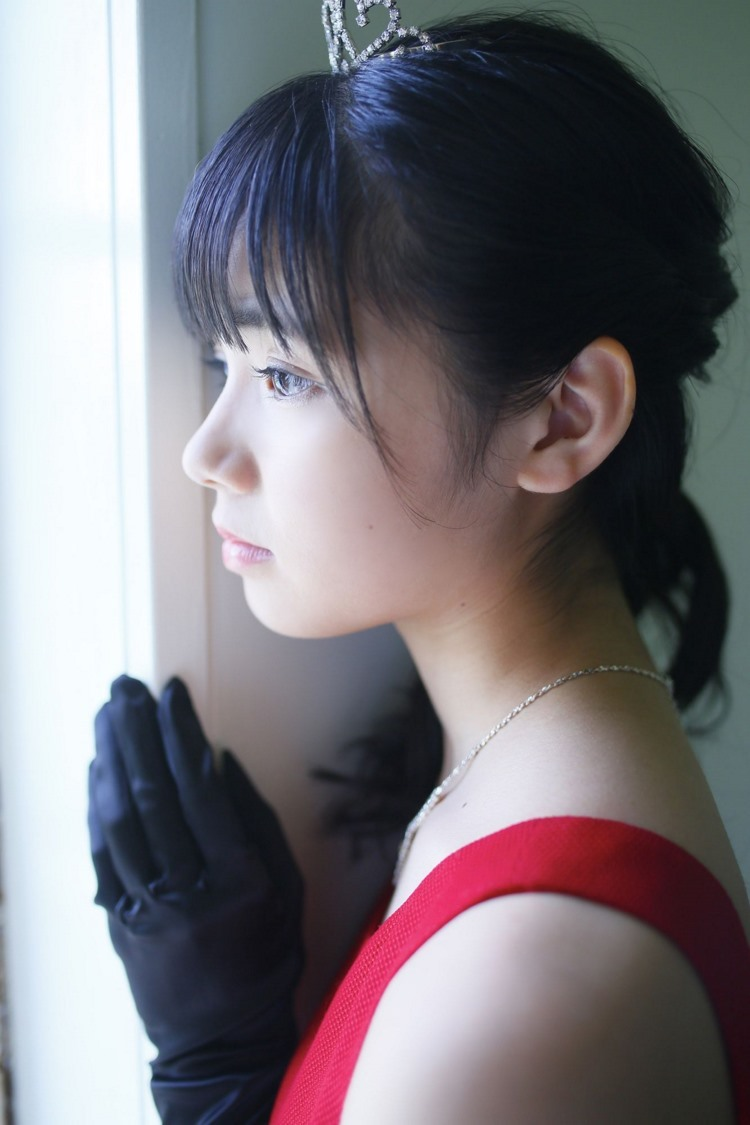 3VENU-648风骚美女名媛吊带开胸事业线长裙诱人姿势性感仪态写真