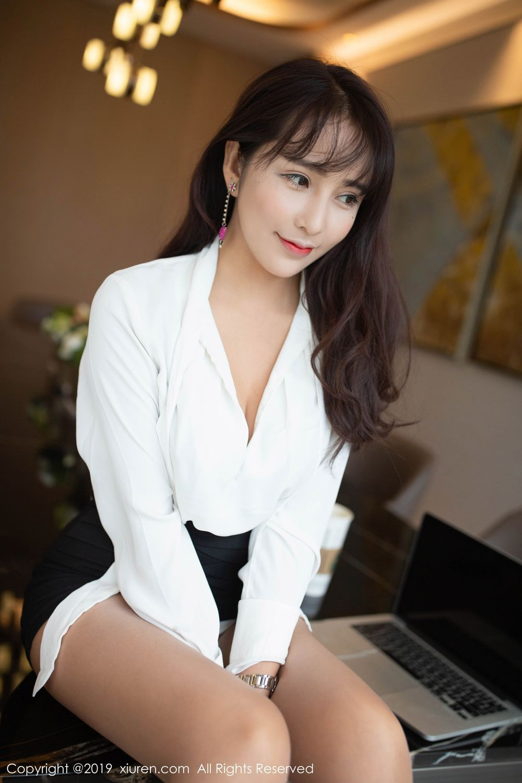 MOMJ-122大胸女孩情趣内衣秀美胸