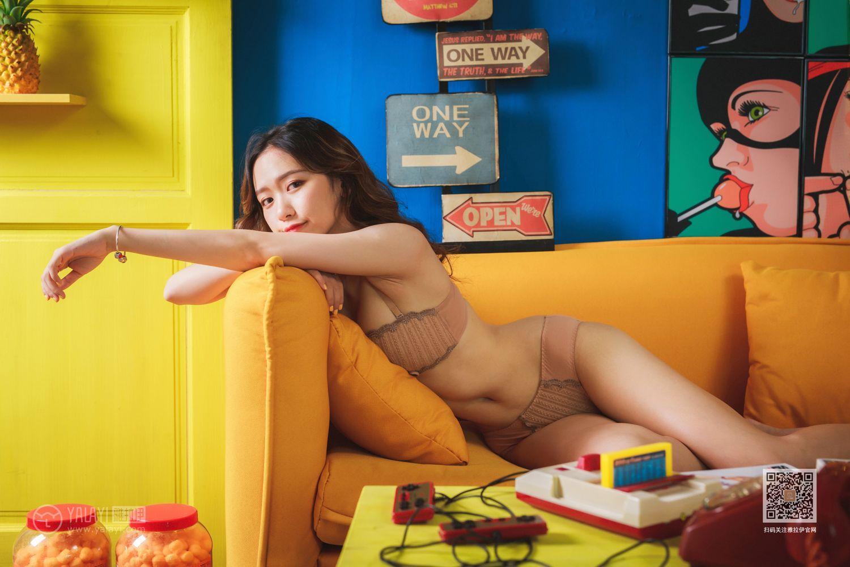 GVG-461长腿美女束胸内衣秀美胸脯