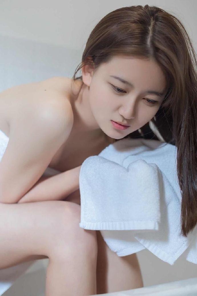 4HND-151韩国气质低胸少妇宾馆写真