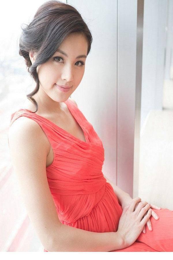 4TEK-072美女浓郁妆容 黑色短裙性感撩人