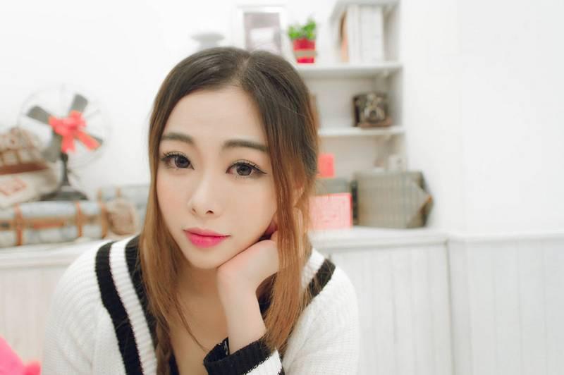 IPX-569黑长直小姐姐清纯漂亮细长黑丝美腿户外养眼jk写真