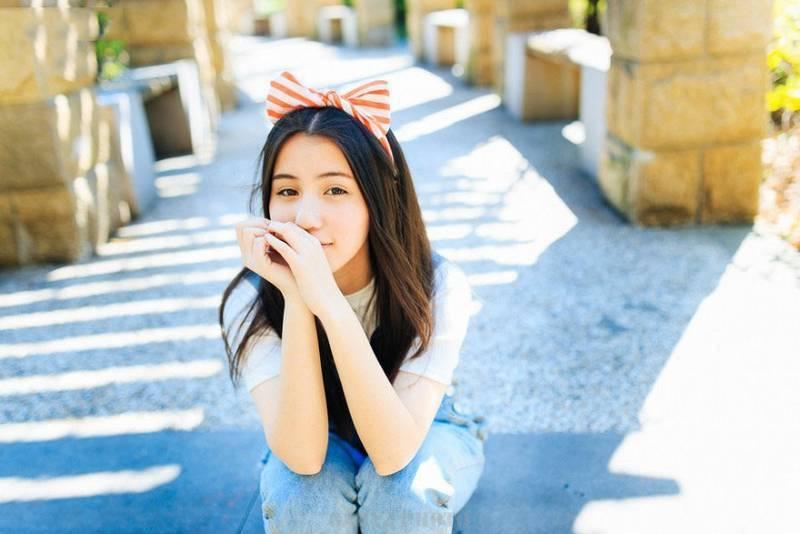 MEYD-648校园女神清秀高颜值制服广场约拍黑丝美腿写真