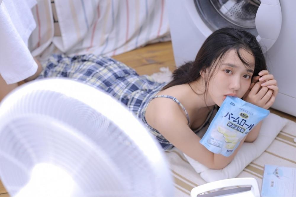 flns255雨中制服女孩日系小清新唯美养眼丝袜美腿写真