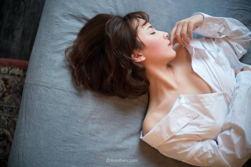 MIAA-376长发女孩性格温婉白丝长腿迷人写真