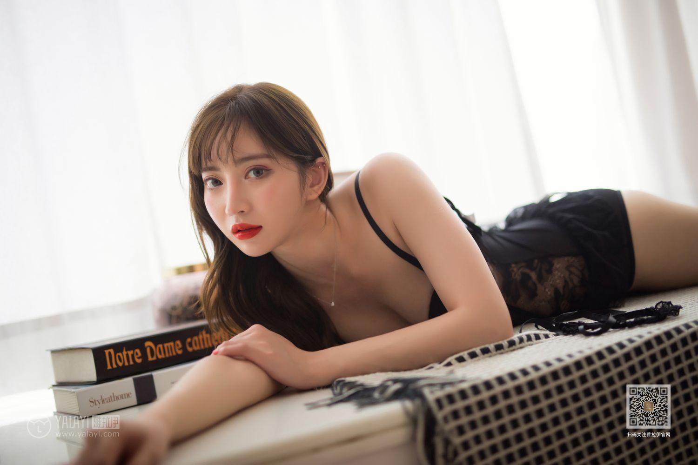 MIDE-872小萝莉制服黑丝美腿居家jk火辣宅男福利写真图片