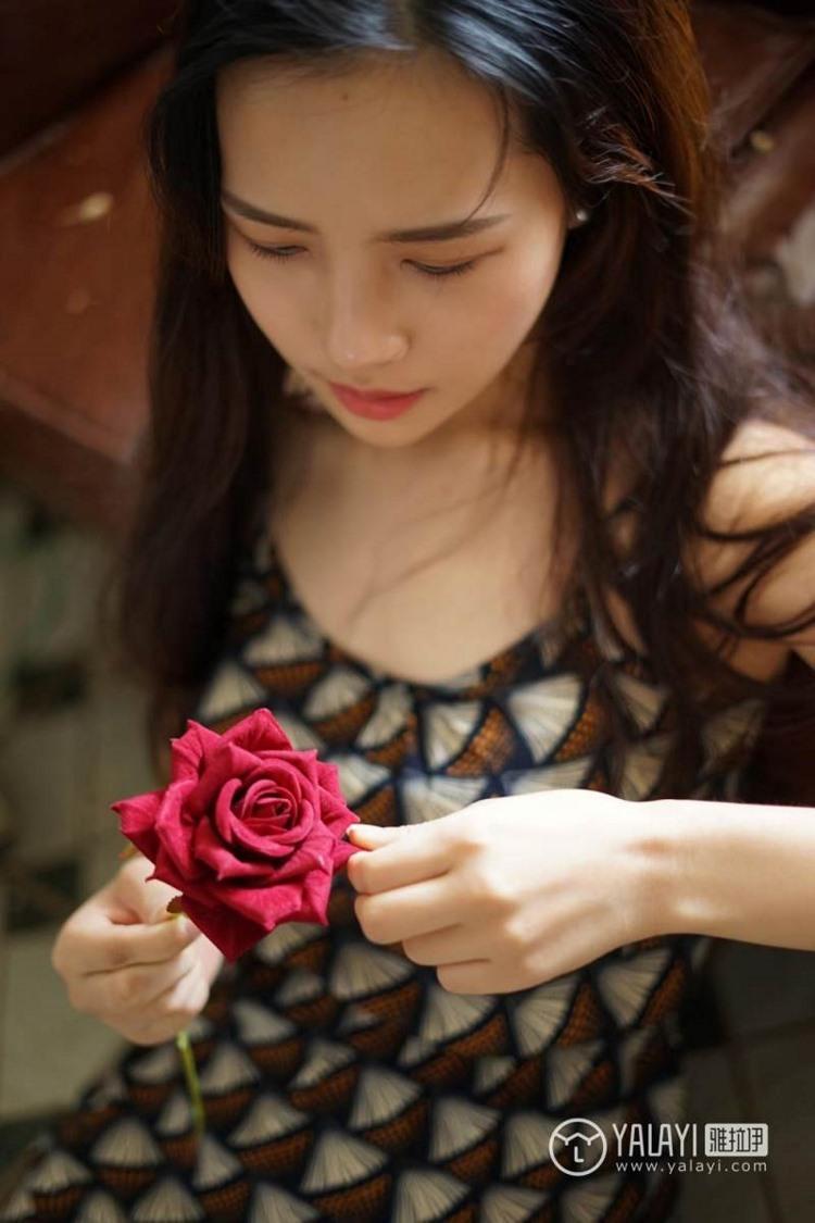 ATID-42336d尤果网美女杨紫嫣户外高跟制服性感又惹火的私人拍摄