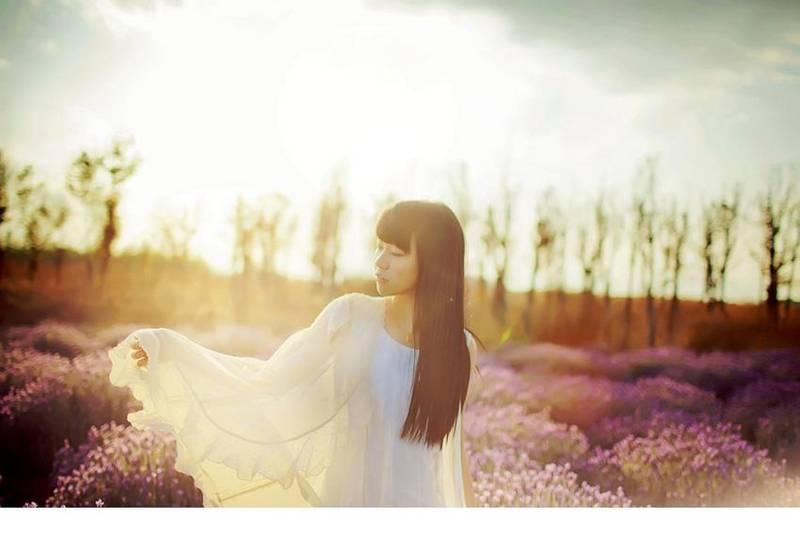 IPX-555文学少女眼镜娘户外黑丝美腿小清新养眼写真