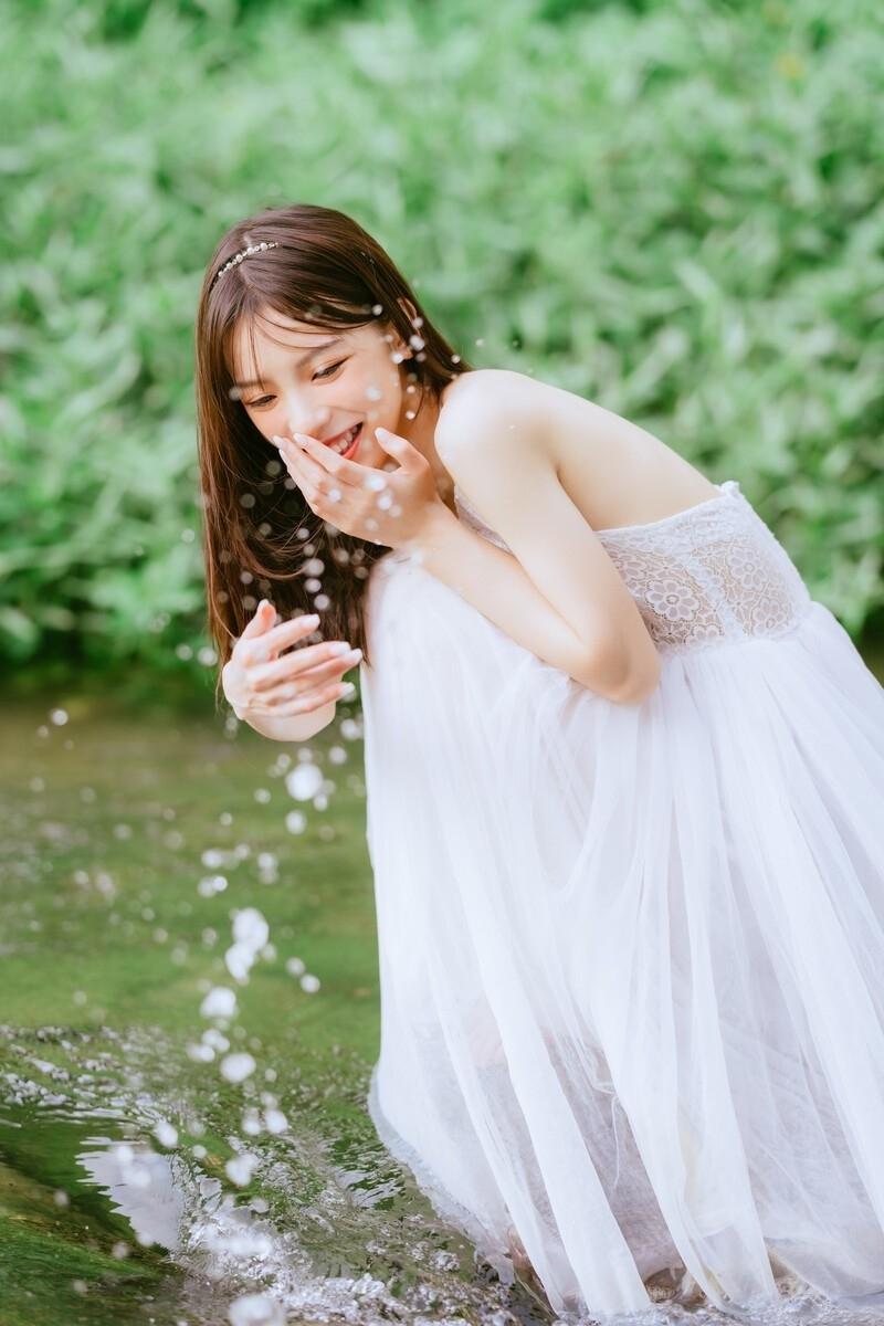MIDE-804JK制服美少女户外白丝美腿自拍养眼生活照写真