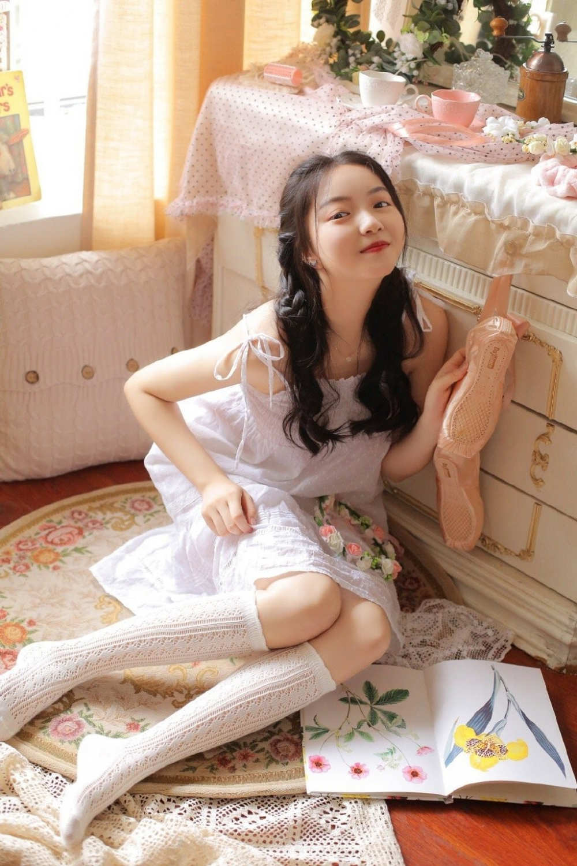ANZD-021阳光治愈美女性感白丝美腿居家诱惑写真