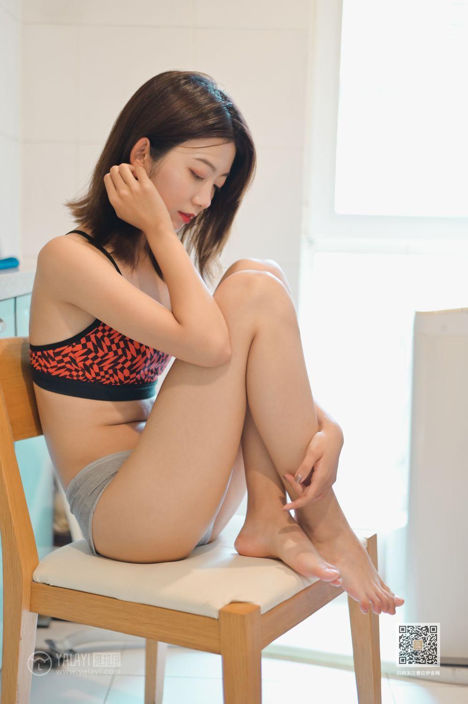 DASD-702紧身包臀裙美女雪白的屁股大奶子丰满诱人性感美女图片
