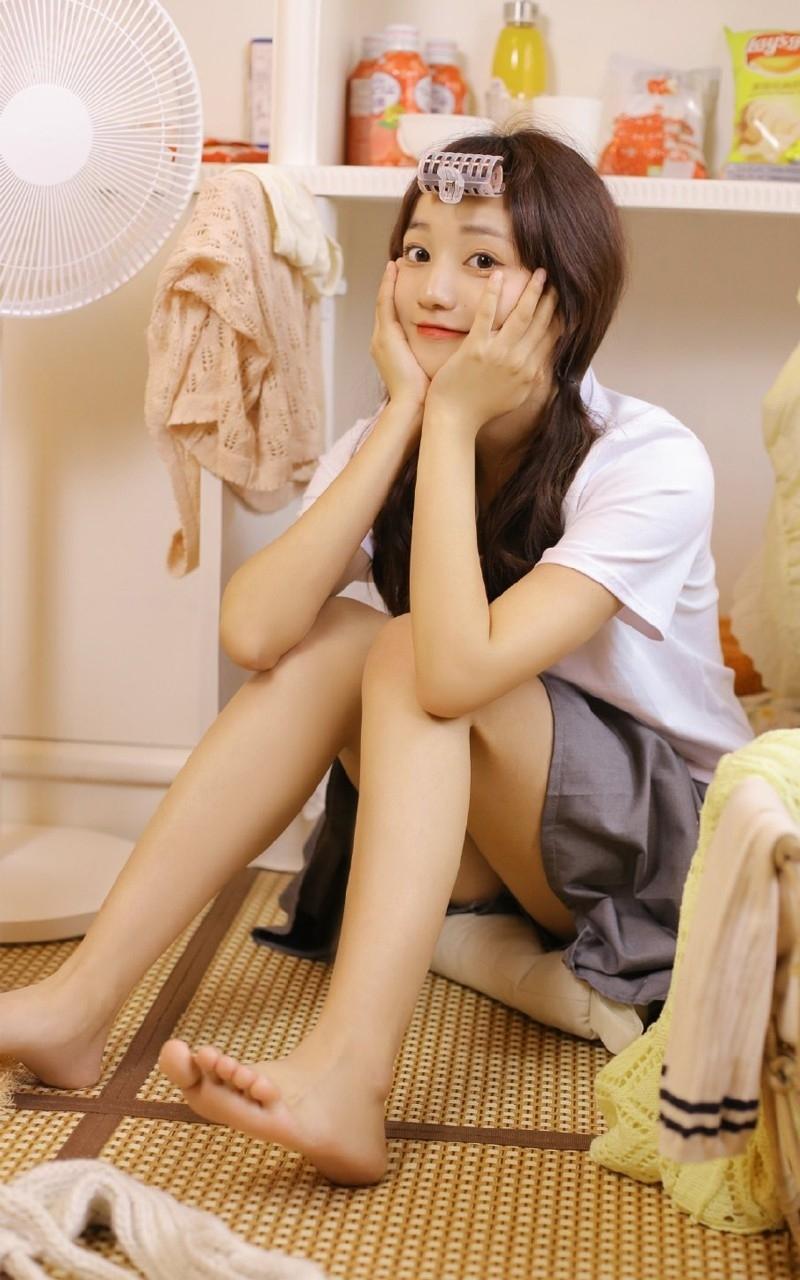 IPZ-694甜美女孩笑容温暖白丝细腿迷人艺术照