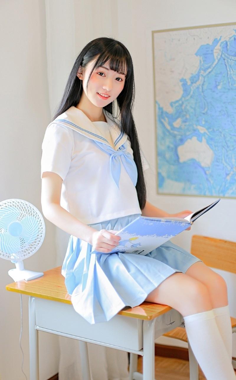 DV1-404文艺校花惹火黑丝校园美腿丝袜艺术图片