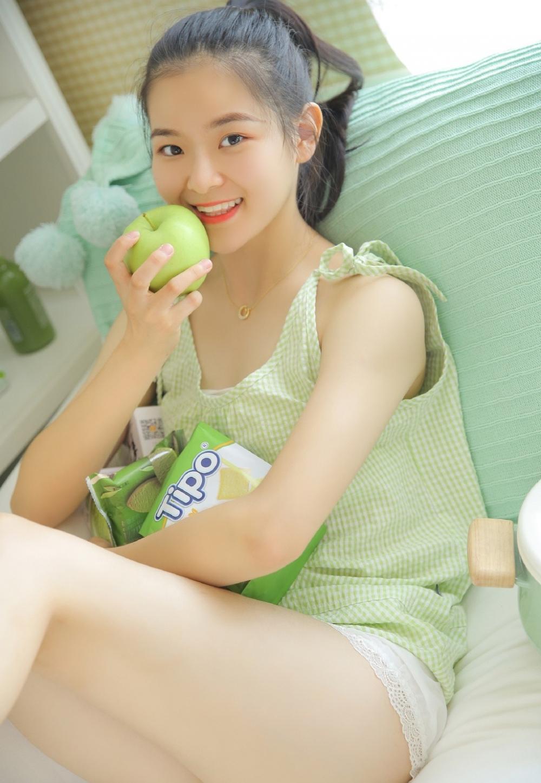 KAWD-749美女校花黑丝jk制服清新写真