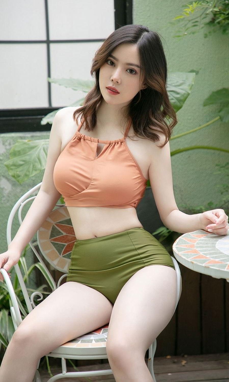 MMF-001熟女少妇艳丽红唇黑蕾丝古典御姐诱惑丝袜写真图片