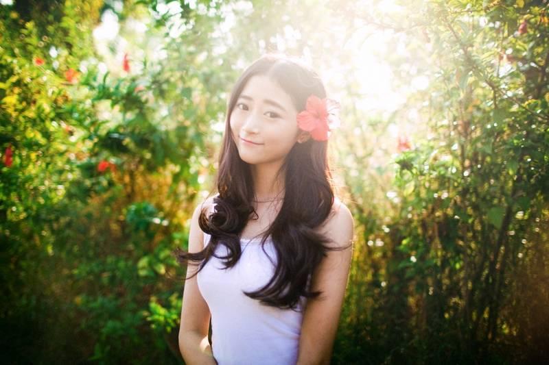 MIDD-672青涩稚嫩美女白领户外包臀黑丝制服诱惑妖娆写真