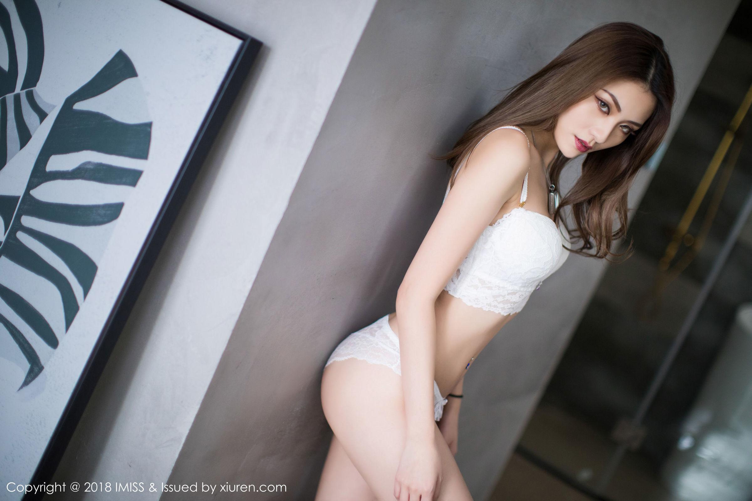 GVG-670超薄黑丝袜美女严冰冰女仆装短裙露底美腿诱惑写真