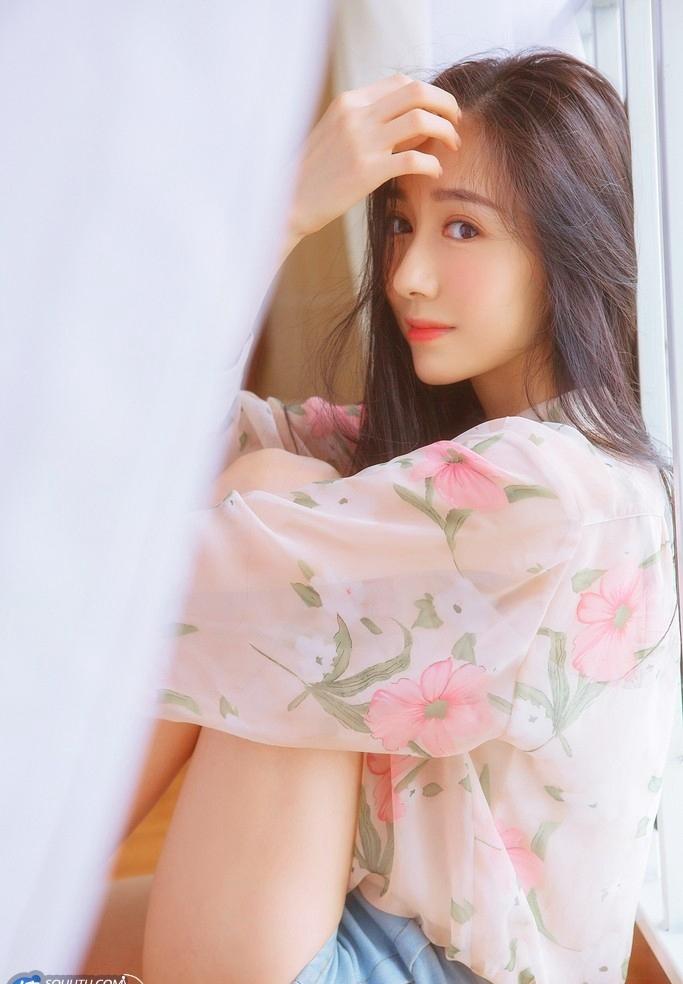 ATFB-380粉色古典韵味美女旗袍御姐肉丝袜美腿性感巨乳人妻写真